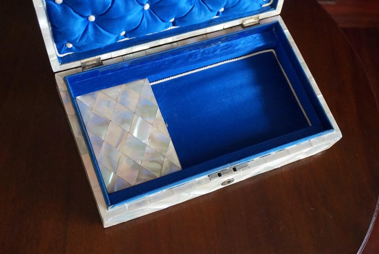 Antique and Extra Large Mother of Pearl Jewelry Box with Silver Lock and Hinges For Sale 4