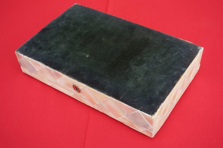 Antique and Extra Large Mother of Pearl Jewelry Box with Silver Lock and Hinges For Sale 8