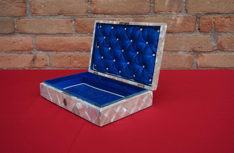 Antique and Extra Large Mother of Pearl Jewelry Box with Silver Lock and Hinges For Sale 9