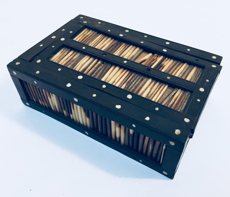 Anglo-Indian Antique Anglo Indian Box Handcrafted in Ebony and Porcupine Quills For Sale