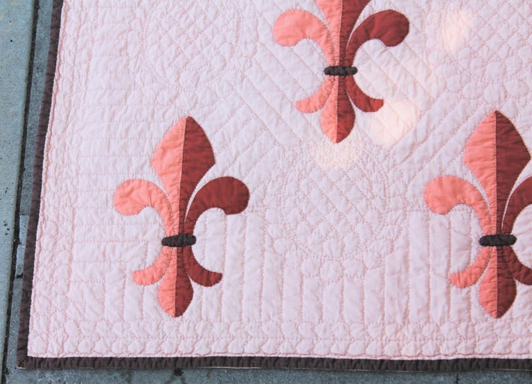 This fine floral leis quilt is in pristine condition and is a generous size. Finely pieced and quilted.