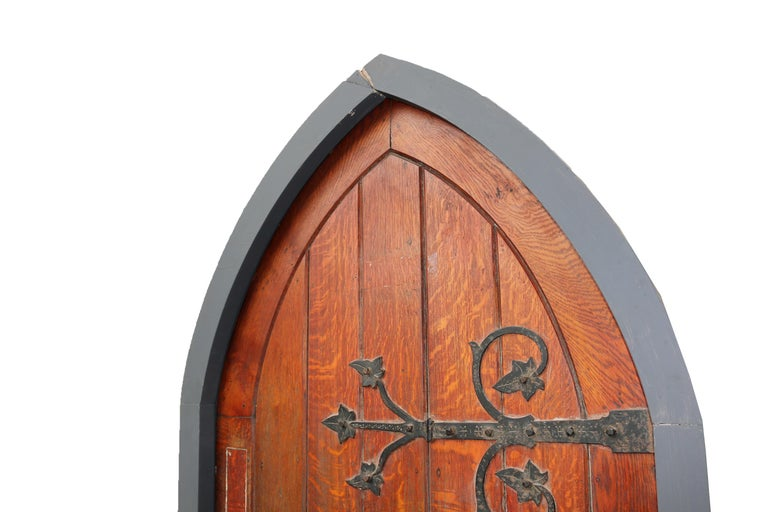 English Antique Arched Oak Door With Painted Pine Frame For Sale