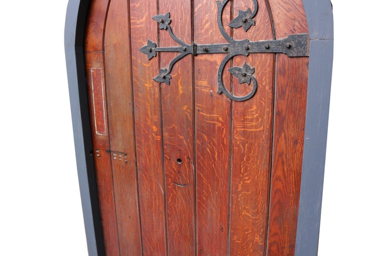 Antique Arched Oak Door With Painted Pine Frame In Fair Condition For Sale In Wormelow, Herefordshire