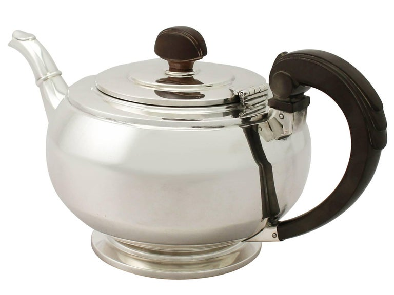 Antique Art Deco English Sterling Silver Teapot by William Neale & Son Ltd In Excellent Condition For Sale In Jesmond, Newcastle Upon Tyne