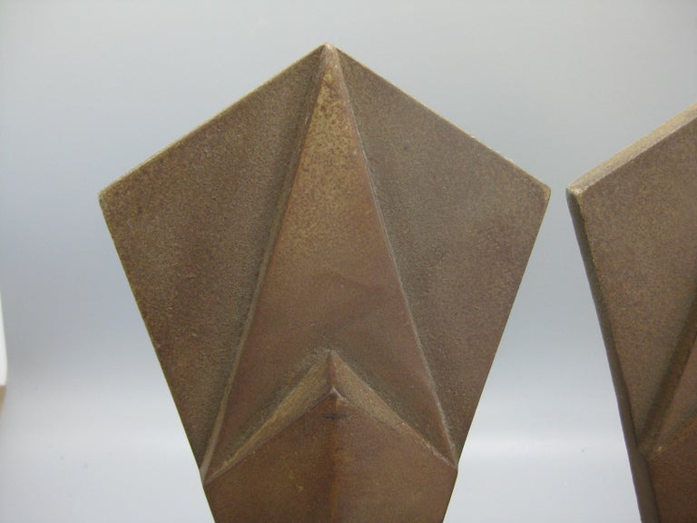Antique Art Deco Hubley Cast Iron Geometric Skyscraper Sculpture Bookends In Good Condition For Sale In San Diego, CA
