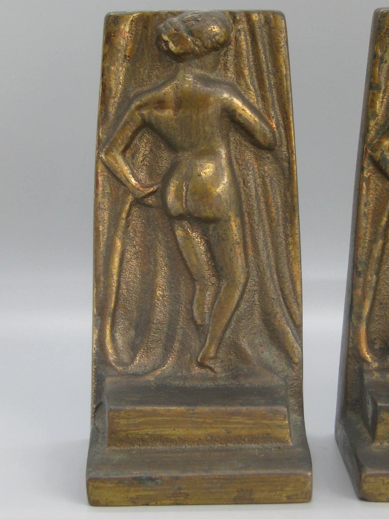 Great pair of antique Art Deco nude lady/woman figural cast brass bookends and date from the 1920s-early 1930s. These are made of cast brass and have a nice dark patina. Can be polished if desired. No maker marks, but made well. In nice original