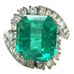 Antique Art Deco Platinum 10.20 Carat Colombian Emerald Diamond Engagement Ring