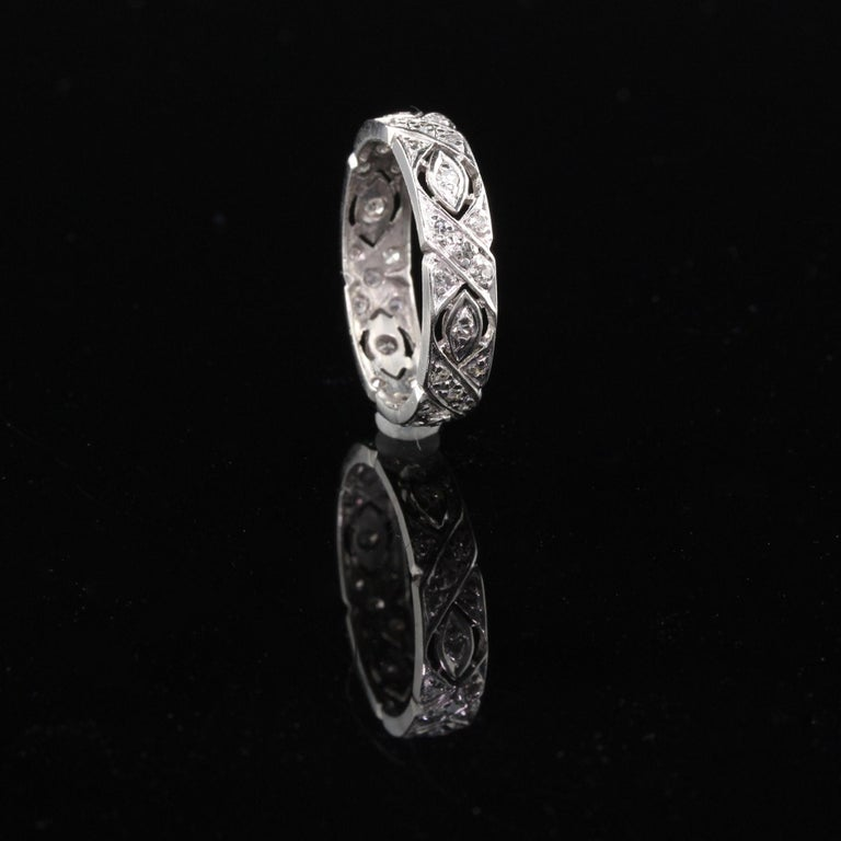 Antique Art Deco Platinum Diamond Filigree Wedding Band In Good Condition For Sale In Great Neck, NY