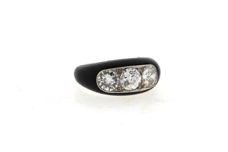 Antique Art Deco Platinum Ebony Three-Stone Diamond Ring In Good Condition For Sale In New York, NY