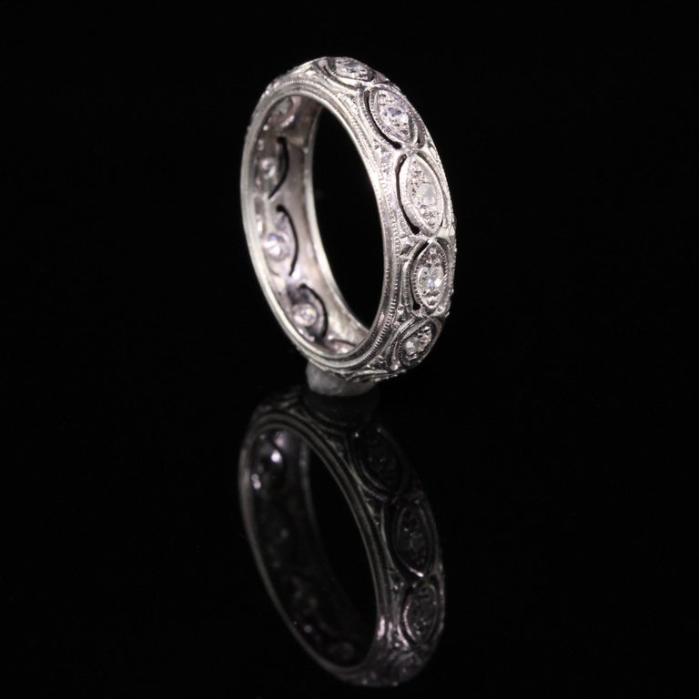 Antique Art Deco Platinum Filigree Diamond Wedding Band In Good Condition For Sale In Great Neck, NY