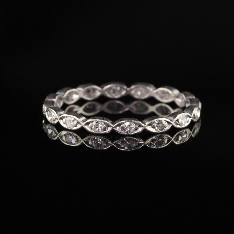 Antique Art Deco Platinum Single Cut Diamond Wedding Band In Good Condition For Sale In Great Neck, NY