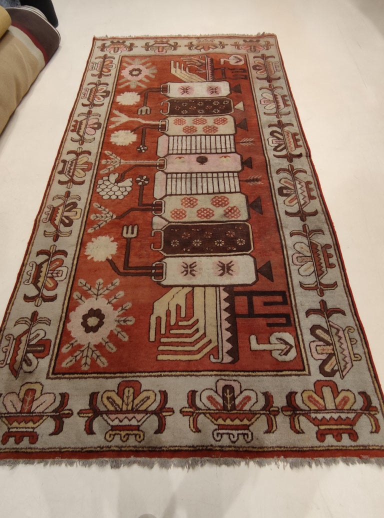 Antique Art Deco Samarkand Prestige Rug with Flowering Antique Chinese Vases For Sale 5