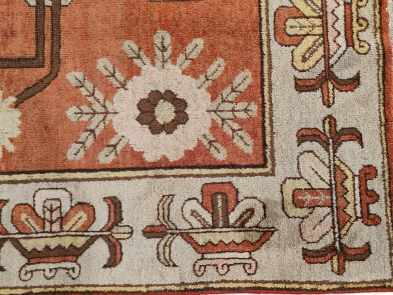 Antique Art Deco Samarkand Prestige Rug with Flowering Antique Chinese Vases In Good Condition For Sale In Milan, IT