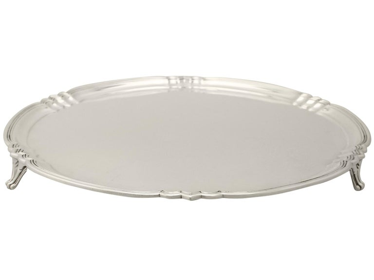 An exceptional, fine and impressive antique George V English sterling silver salver made by Reid & Sons in the Art Deco style, an addition to our dining silverware collection.  This exceptional antique sterling silver salver has a plain circular