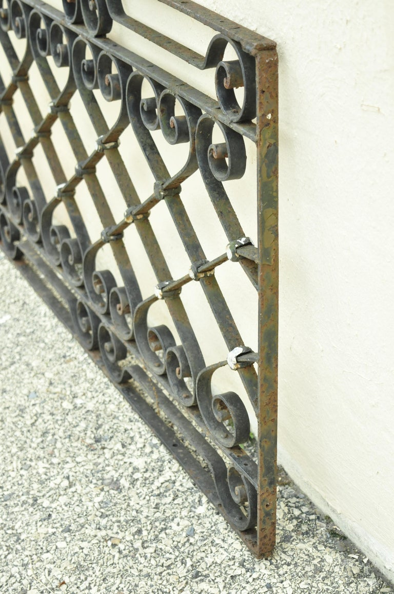 Antique Art Nouveau French Style Wrought Iron Scrolling Scrollwork Gate For Sale 3