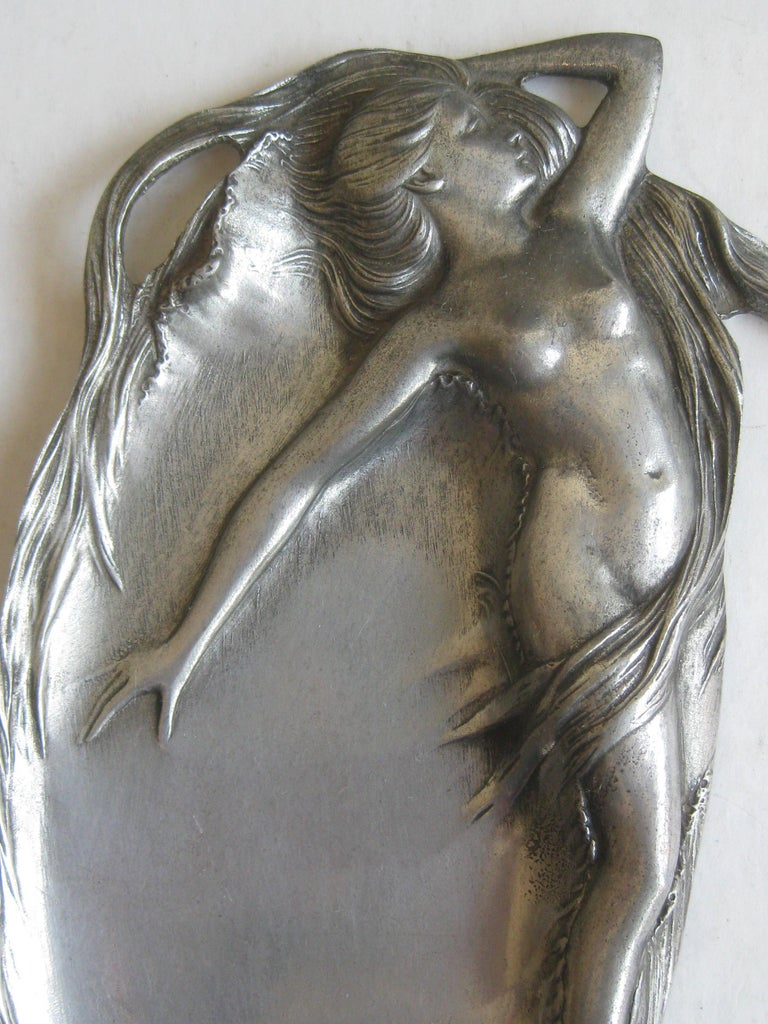 Great original Art Nouveau nude lady figural pewter tray, circa early 1900s. Great relief design. Signed on the bottom. by the company. The design has great detail and displays well. Nice original patina. In excellent original condition. Measures 8