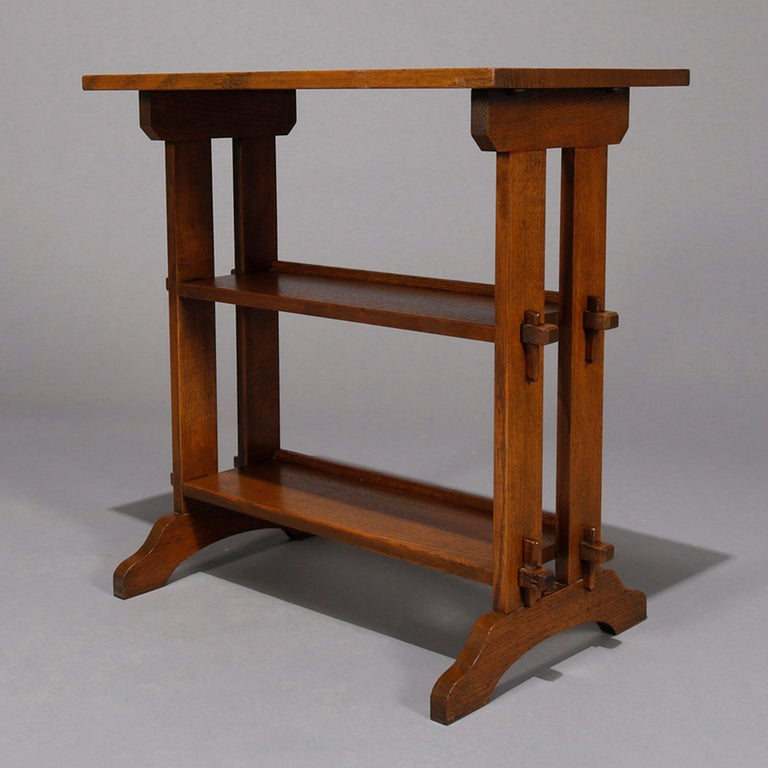 Antique Arts & Crafts Roycroft Oak Little Journey Shelved Book Stand, circa 1900 In Good Condition For Sale In Big Flats, NY
