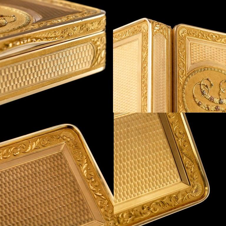 Antique Austrian 18 Karat Four-Color Gold Snuff Box, Felix Paul, circa 1810 For Sale 7