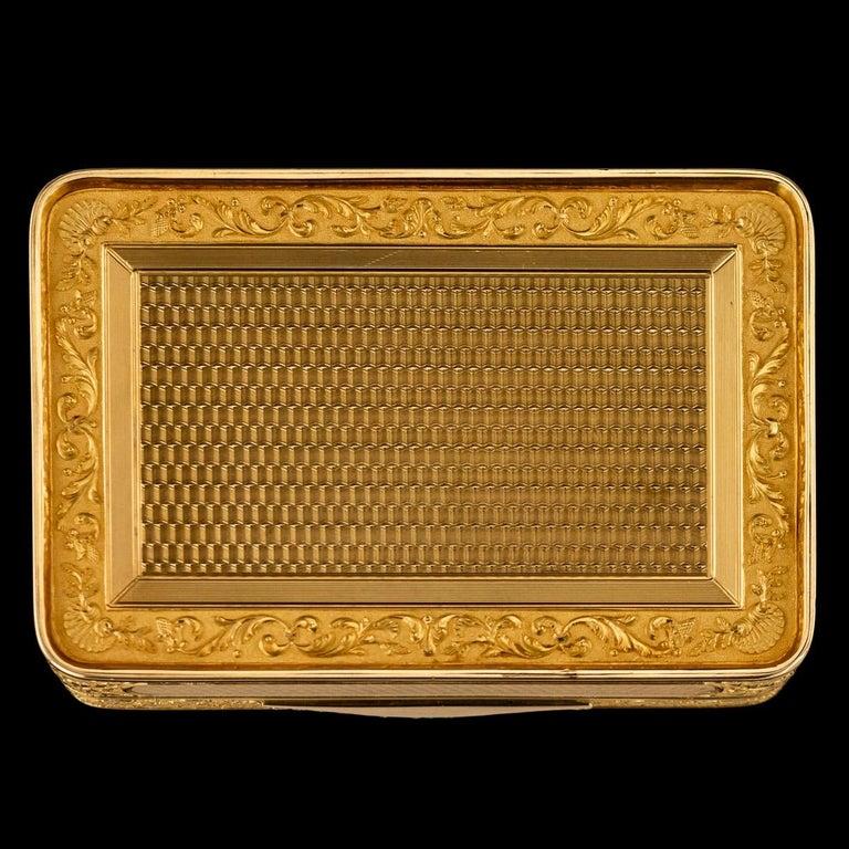 Antique Austrian 18 Karat Four-Color Gold Snuff Box, Felix Paul, circa 1810 In Good Condition For Sale In London, London