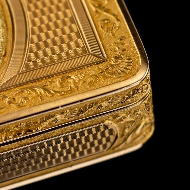 Antique Austrian 18 Karat Four-Color Gold Snuff Box, Felix Paul, circa 1810 For Sale 3