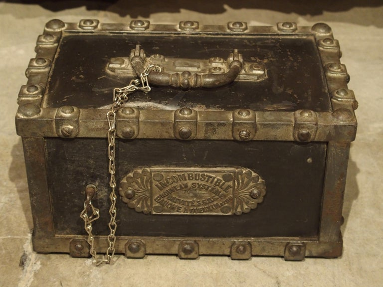 Antique Bauche Cast Iron Safe from Northeastern France, circa 1870 For Sale 1