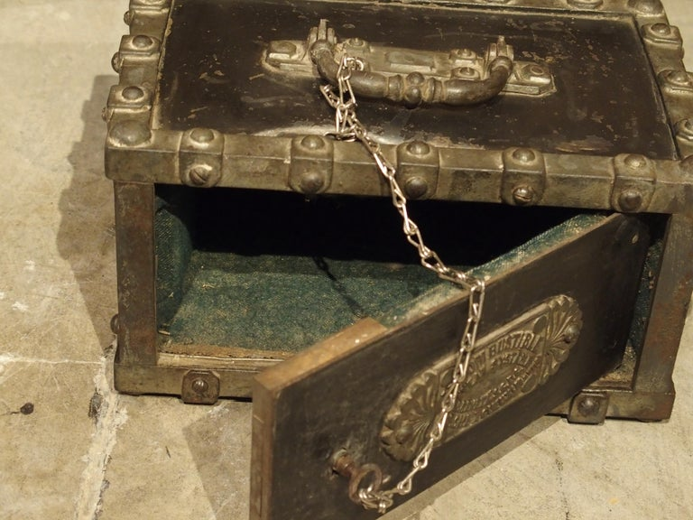 Antique Bauche Cast Iron Safe from Northeastern France, circa 1870 For Sale 2