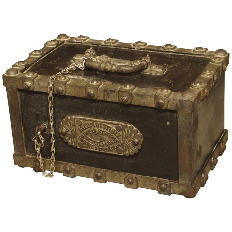 Antique Bauche Cast Iron Safe from Northeastern France, circa 1870 For Sale