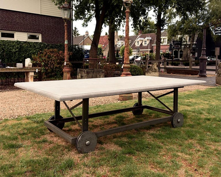 Very beautiful garden table from Belgian. Comes from a mansion near Bruxelles.