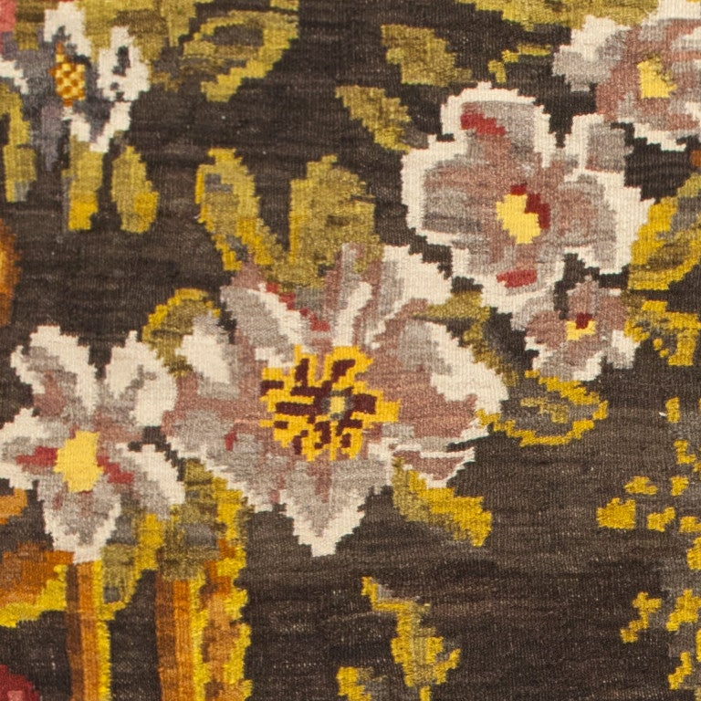 Hand-Woven Antique Bessarabian Kilim. Size: 7 ft 6 in x 11 ft 4 in (2.29 m x 3.45 m) For Sale