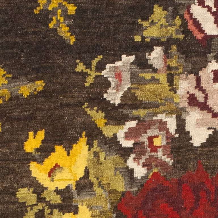 Antique Bessarabian Kilim. Size: 7 ft 6 in x 11 ft 4 in (2.29 m x 3.45 m) In Excellent Condition For Sale In New York, NY
