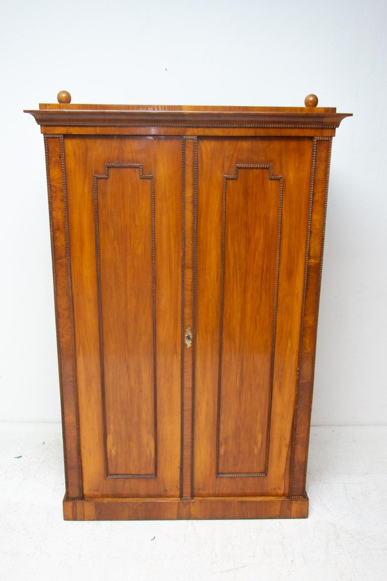 Antique Biedermeier Shelf Cabinet-Wardrobe, 1830s, Austria-Hungary In Excellent Condition For Sale In Prague 8, CZ