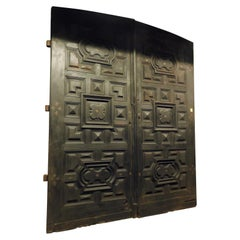 Antique Big Main Door in Solid Walnut with Carved Panels, 17th Century Italy