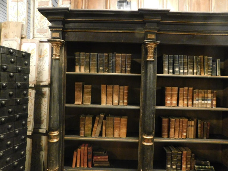Hand-Painted Antique Black and Gold Lacquered Wood Bookcase, Early 1800s, Italy For Sale