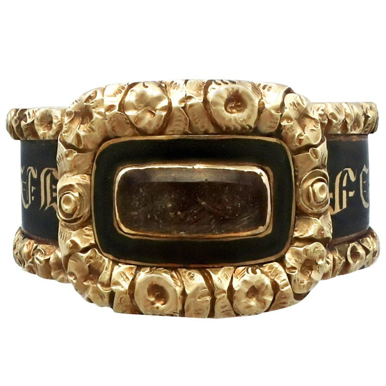 1840 Antique Black Enamel and Yellow Gold Mourning Ring