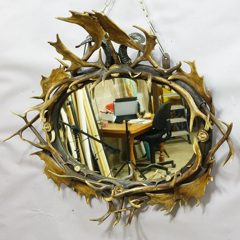 Antique Black Forest Mirror with Rustic Antler Decorations, ca. 1900 For Sale 3