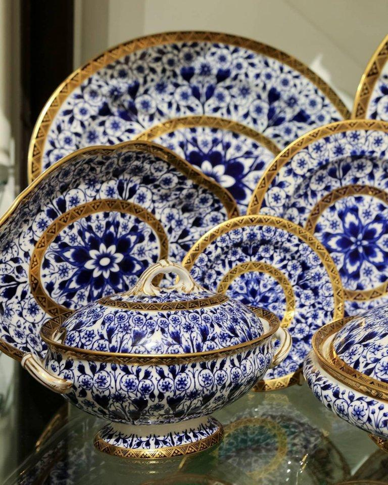 19th Century Antique Blue and White Derby Dinner Set with 10.35 Inch Dinner Plates 57 Pieces For Sale