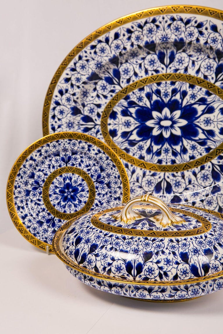 Antique Blue and White Derby Dinner Set with 10.35 Inch Dinner Plates 57 Pieces In Excellent Condition For Sale In New York, NY