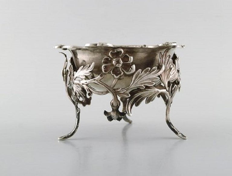 Art Nouveau Antique Bowl in Plated Silver Decorated with Flowers and Foliage