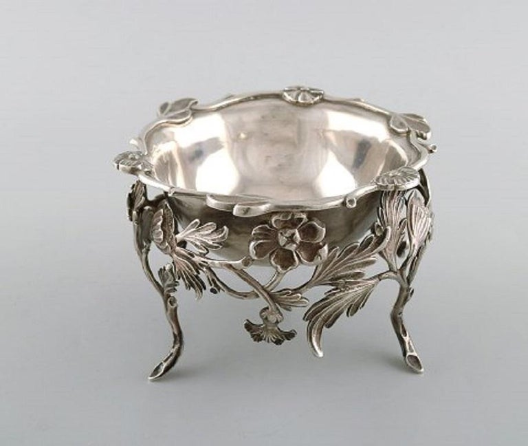 Unknown Antique Bowl in Plated Silver Decorated with Flowers and Foliage