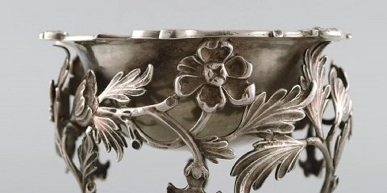 19th Century Antique Bowl in Plated Silver Decorated with Flowers and Foliage