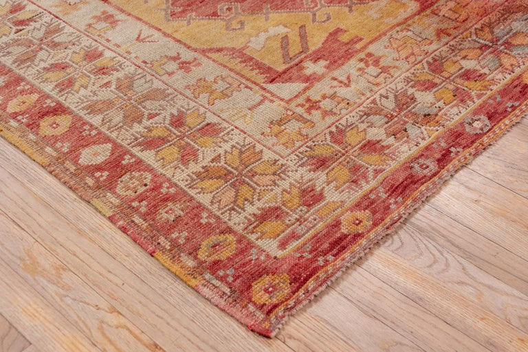 Antique Bright Oushak Rug, circa 1920s In Good Condition For Sale In New York, NY