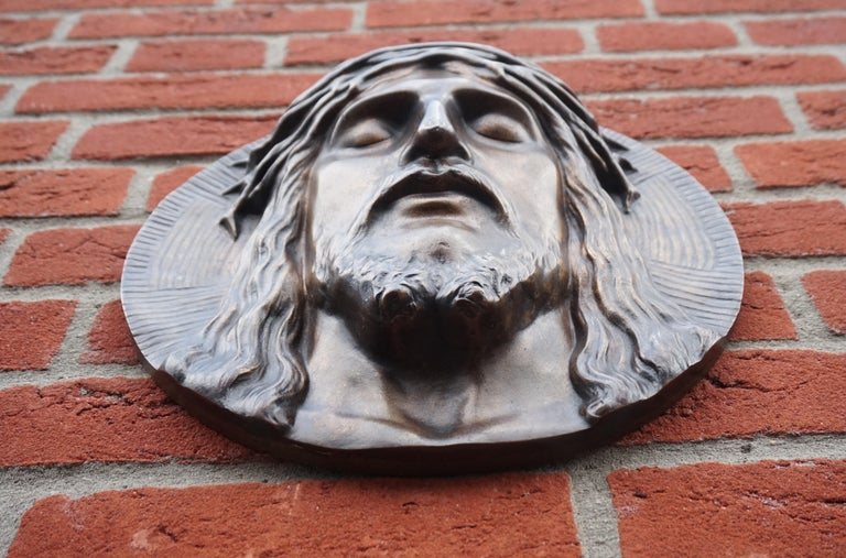 Bronze Face of Christ Wall Plaque Sculpture with The Best Ever Closed Eyes In Good Condition For Sale In Lisse, NL