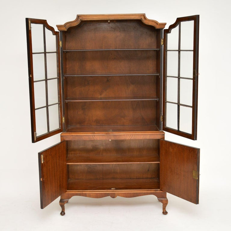 Antique Burr Walnut Bookcase In Good Condition For Sale In London, GB