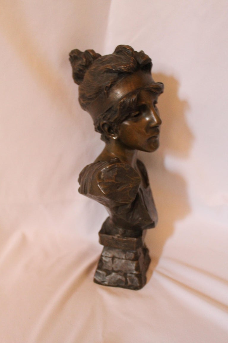 Antique Bust, by Villanis Bronze Medium Size In Excellent Condition For Sale In Los Angeles, CA