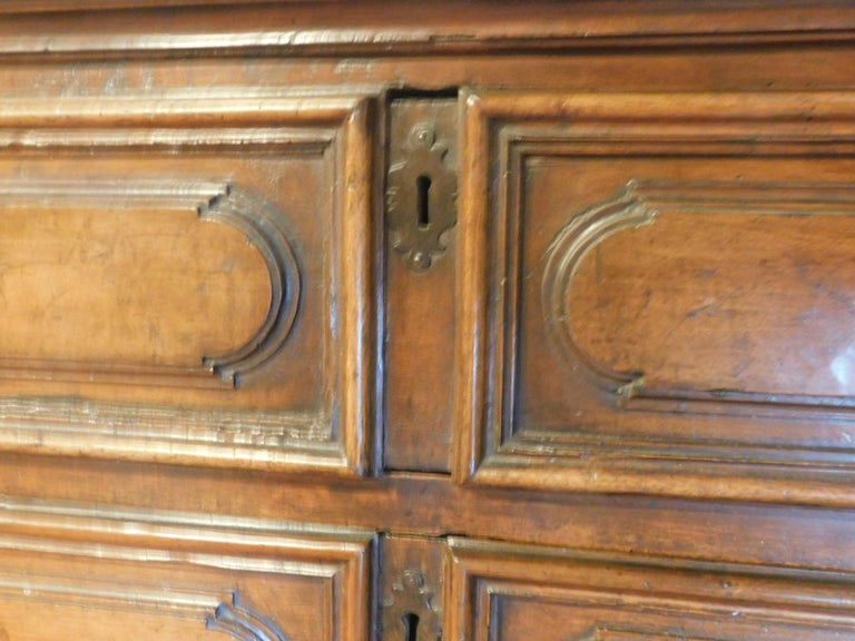Antique Cantaran, Cabinet with Drawers, Walnut with Bambocci Sculptures, 1600 For Sale 1