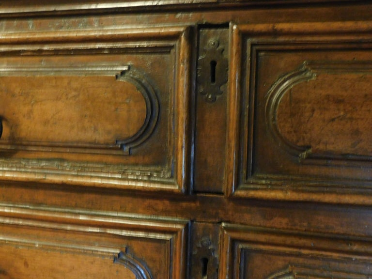 Antique Cantaran, Cabinet with Drawers, Walnut with Bambocci Sculptures, 1600 For Sale 2