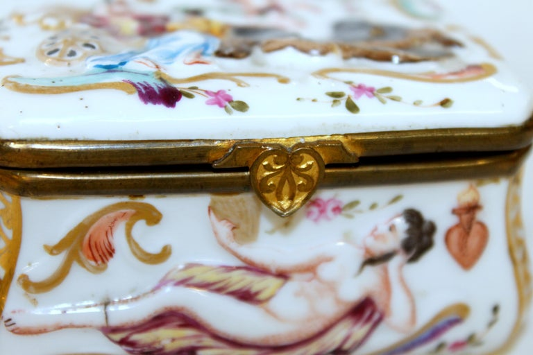 Antique Capodimonte-Type Hand Painted Bas Relief Hinged Box For Sale 3