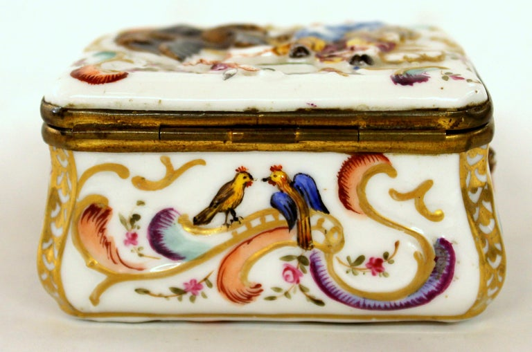 Antique Capodimonte-Type Hand Painted Bas Relief Hinged Box In Good Condition For Sale In Charleston, SC