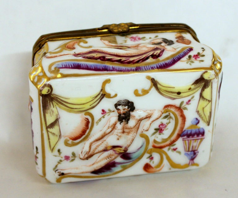 Antique Capodimonte-Type Hand Painted Bas Relief Hinged Box For Sale 1