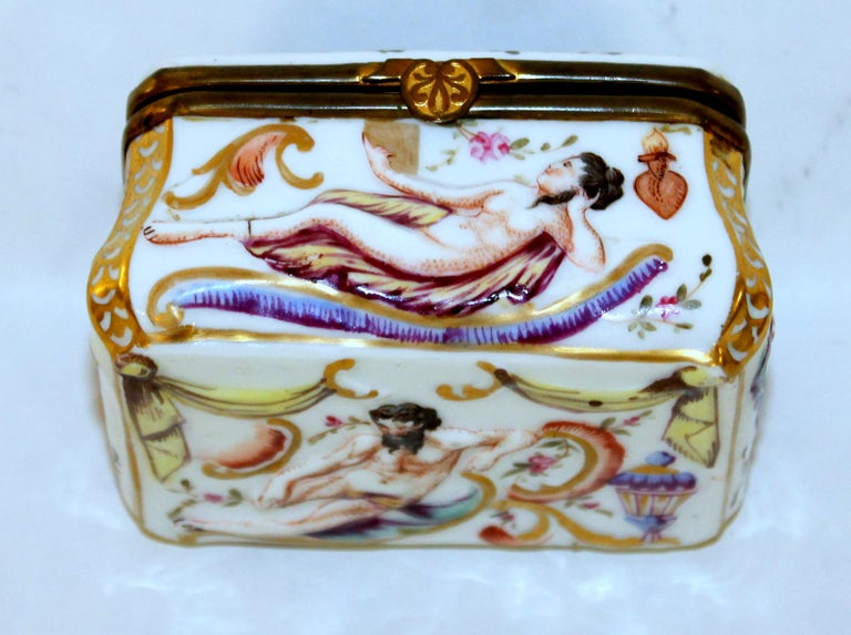 Antique Capodimonte-Type Hand Painted Bas Relief Hinged Box For Sale 2